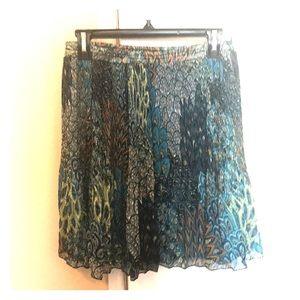 Dresses & Skirts - ❤️ Medium length flows patterned skirt